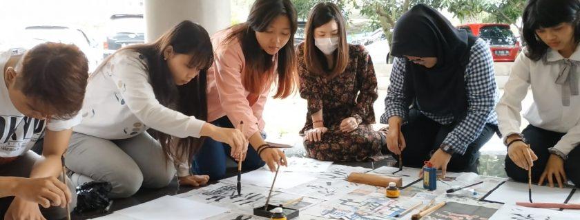 Shuujikai Mahasiswa Prodi DIII dan S1 Bahasa Jepang bersama native speaker Ms. Yukari Okada dalam rangka persiapan lomba Japan Zuki